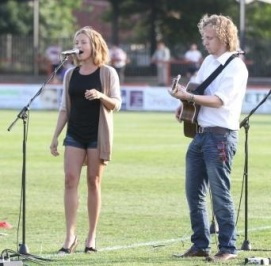 Wakefield Wilcats Gig. Phil and Alex take to the pitch